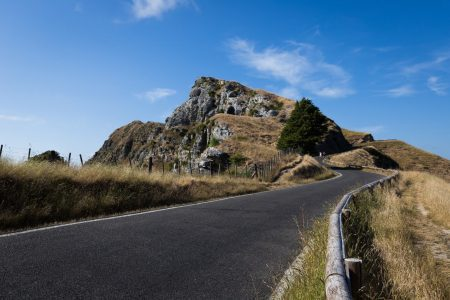 Road-to-the-top-of-Te-Mata-Peak-1600x1067